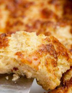 Σουφλέ τυριών με μπρόκολο - www.olivemagazine.gr Pizza Tarts, Lasagna, Cauliflower, Food And Drink, Low Carb, Vegetarian, Cheese, Meals, Vegetables