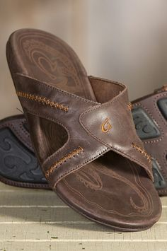 The Olukai Mea Ola leather sandals allow you to step into downtime in supreme comfort and style.