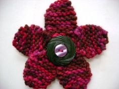 Free Knitting Pattern: Flirty Flower Pin with Button Center