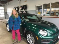 Congratulations to Lisa who picked up her new Bottle Neck Green Volkswagen Beetle over the weekend!