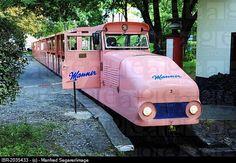 Locomotiva diesel-de-rosa velho com wafers Manner logotipo, Prater, Viena, Áustria, Europa