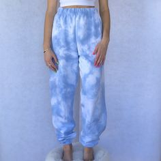 Casual Friday Outfit, Cute Sweatpants Outfit, Outfit Jeans, Sweatpants Style, Fashion Sweatpants, Tumblr Outfits, Cute Lazy Outfits, Cool Outfits, Tie Dye Pants