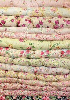 10 Delicious Tips AND Tricks: Shabby Chic Interior Farm Tables shabby chic bedding sets.Shabby Chic Farmhouse Tips. Tela Shabby Chic, Shabby Chic Stoff, Shabby Style, Shabby Chic Fabric, Shabby Chic Homes, Shabby Chic Decor, Vintage Quilts, Vintage Fabrics, Vintage Linen