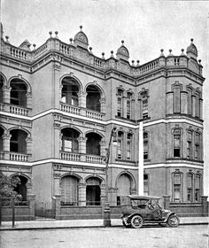Site for Sydney heritage, old vintage pictures of buildings and streets compared to then and now. Identify lost or unknown history photos. Public Architecture, Private Hospitals, History Photos, Vintage Pictures, Historical Photos, Sydney, Louvre, Building, Travel