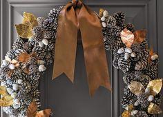 Türkranz aus Tannenzapfen, Eicheln und Herbstblättern binden