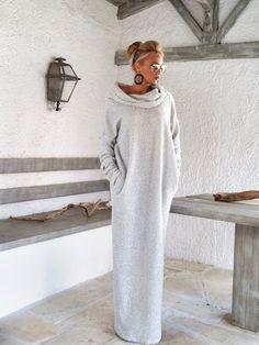 Off bianco inverno lana Boucle dolcevita Maxi Abito kaftano con tasche / inverno caldo lungo abito asimmetrico Plus Size Abito Oversize sciolto abito / #35148  Molto caldo e confortevole...!  -Elemento handmade  -Materiali: Caldo maglia nero & bianco tessuto elasticizzato in lana  -La modella indossa: dimensioni - piccola, colore-bianco sporco  -Fit: Vestibilità ampia  -Lunghezza: 150 cm/59 pollici * * Se avete voglia di diversa lunghezza, si prega di scrivere nellarea dell...
