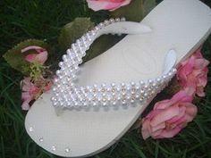 Flip Flops Diy, Flip Flop Shoes, Beaded Beads, Beaded Shoes, Beaded Jewelry Patterns, Crochet Shoes, Crochet Slippers, Decorating Flip Flops, Beach Wedding Shoes
