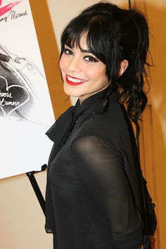 Best Beauty Looks of the Week Hudgens places her jet-black tresses into a playful ponytail with wispy bangs. Getty Images - Hudgens places her jet-black tresses into a playful ponytail with wispy bangs. Side Braid Hairstyles, Layered Bob Hairstyles, Trendy Hairstyles, Hair Inspo, Hair Inspiration, Black Hair Bangs, Vanessa Hudgens Hair, Blonde Bob Haircut, Wispy Bangs