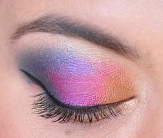 Colorful blue, fuchsia and gold eyeshadow inspiration