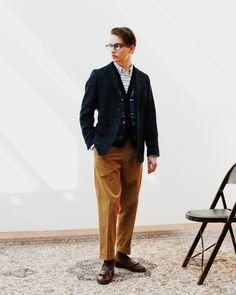 """Post with 2293 views. """"All You Need Is Ivy"""" Beams Plus Album Estilo Nerd, Ivy League Style, Japan Outfit, Preppy Look, Vertical Stripes, Layered Look, Lightweight Jacket, Collar Shirts, Beams"""