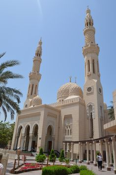 Jumeirah Mosque Mosque Architecture, Architecture Design, Dubai, Beautiful Mosques, Sharjah, Central Asia, North Africa, Abu Dhabi, Southeast Asia