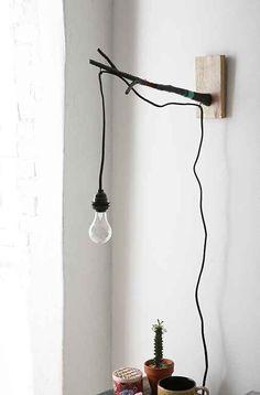 Natürliche Beleuchtung ist cool und einfach selber zu machen. Schau Dir hier 10 dekorative Lampen aus Ästen an! - DIY Bastelideen                                                                                                                                                                                 More