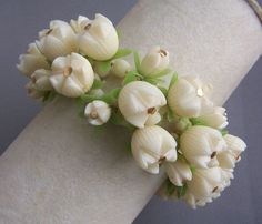A gorgeous white vintage celluloid flower bracelet. #vintage #jewelry #bracelets