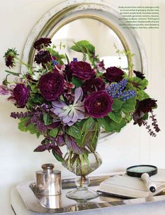 arrangement (from Studio Choo) Floral Centerpieces, Floral Arrangements, Flower Arrangement, Centrepieces, Deco Floral, Floral Design, Purple Flowers, Fresh Flowers, Shades Of Purple