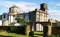 Mosteiro de Monfero, Fragas do Eume (A Coruña) Natural Park, Spain And Portugal, Iglesias, Travel Bag, Identity, Beautiful Pictures, Colour, Mansions, House Styles