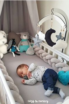 Baby Cot Protector: Prevent babies from bruising themselves against the bed while sleeping. Keep your baby's head, legs or hands in safety. Baby Boy Rooms, Baby Cribs, Baby Room Decor, Nursery Room, Bebe Love, Baby Bumper, Baby Sign Language, Toddler Behavior, Baby Milestones