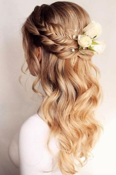 39 Braided Wedding Hair Ideas You Will Love ❤️ braided wedding hair blonde half up half down with with white roses bridal_hairstylist frisuren haare hair hair long hair short Wedding Hairstyle Images, Braided Hairstyles For Wedding, Box Braids Hairstyles, Bride Hairstyles, Hairstyle Ideas, Layered Hairstyles, Pretty Hairstyles, Rose Hairstyle, Famous Hairstyles