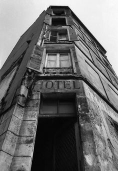 1972 - Belleville démoli - Paris Unplugged Menilmontant Paris, Belleville Paris, Paris Street, Paris France, Building, Photography, Travel, Spring Summer, Pictures