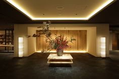 """京都・五条の「ホテル カンラ 京都」が10月17日、増床リニューアルオープンした。""""伝統と革新""""をテーマに客室を39室増やし、イタリア料理や鉄板料理のレストラン、カフェ&ショップを新たに設けている。既存棟は別邸として刷新し、12月17日にスパをオープンする。"""