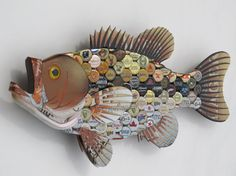 I will make to order you a custom large mouth bass with your choice of bottle caps. In the bass pictured I used many different caps. Your bass will be made from reused bottle caps, cardboard, wood, paint and resin. Resin is used to hold caps in place and make them shine. This fish would look great hanging on your wall.  Size: 11h x 24w x 3d  Details about the customization can be discussed via Etsy Conversation or email.    Please allow 2 to 3 weeks for delivery. (Could be less depending on…