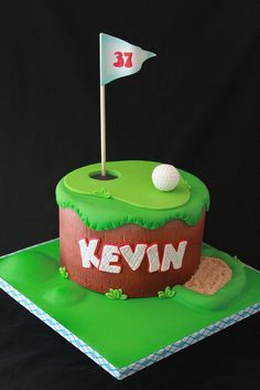 Golf cake by Andrea's SweetCakes, via Flickr Learn how to create your own amazing cakes: www.mycakedecorating.co.za #cake #baking #golfcake