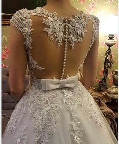 Very nice wedding dress with gorgeous details