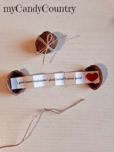Idee creative: come creare Noci porta messaggi, creare scrigni pieni di emozioni. Creative ideas: how to create walnuts for messages, create chests full of emotions - Saint Valentine, Valentines Diy, Valentine Day Gifts, Love Gifts, Gifts For Him, Diy Gifts, Diy Crafts Hacks, Diy Home Crafts, Cadeau St Valentin