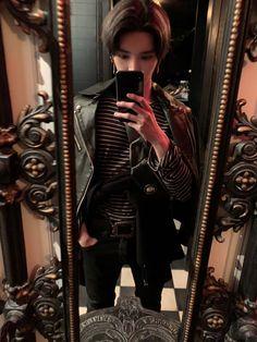 """when are we going to get more creative mirror selfies from taeyong 😭"" Nct Taeyong, Winwin, Nct 127, J Pop, Jaehyun, Fandoms, Entertainment, Taemin, Kpop Boy"