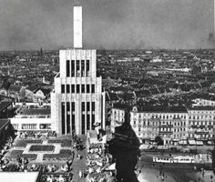 1930 Karstadt am Hermannplatz roof terrace - Corbusier Fascist Architecture, German Architecture, Vintage Architecture, Berlin Spree, Berlin Photos, The Second City, Black And White Pictures, Beautiful Buildings, Willis Tower