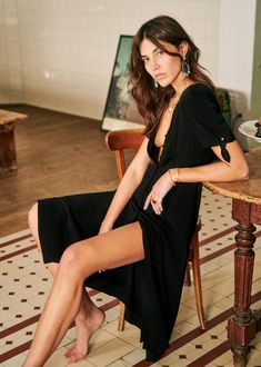 Casual Dresses, Short Dresses, Sitting Poses, Knot Dress, French Chic, Mid Length Dresses, Parisian Style, French Fashion, Mannequin