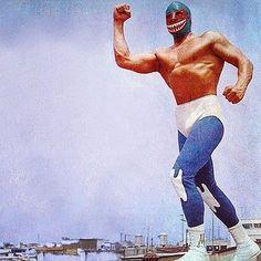 MIL MÁSCARAS (1965) en sesión fotográfica meses después de su debut, para dar a conocer uno de los equipos que presentaría ante su público el del JEFE TIBURÓN. #milmascaras #mrpersonalidad #debut #revista #magazine #df #1965 #japan #sesion #mascara #coleccionmilmascaras #luchalibremexicana #jefetiburon #tiburon #potosino #sanluispotosi #primeraetapa #mask