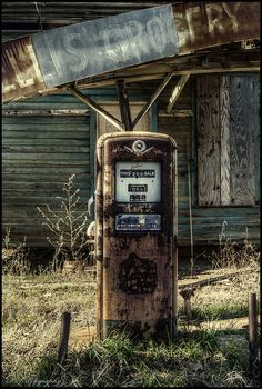 Abandoned Ellis Grocery Store with old gas pump in southern Georgia. Photo credit by dsfdawg on Flickr.