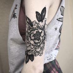 My blackwork peony done by Lexy Mosh at High Noon Tattoo (Phx, AZ) : tattoos