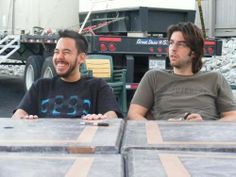mike shinoda (look at his smile!!) and rob bourden
