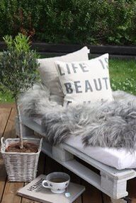 This pallet bench + old crib mattress + stylish pillows and furry blanket = glamorous upgrade Pallet Lounger, Pallet Bench, Diy Pallet, Pallet Seating, Patio Seating, Outdoor Furniture Plans, Pallet Furniture, Furniture Ideas, Yard Furniture