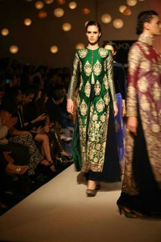The only piece I LOVED from Manish Malhotra's LFW 2013 collection. That colour is beautiful! Indian Suits, Indian Attire, Indian Dresses, Indian Wear, Big Fat Indian Wedding, Indian Bridal, Ethinic Wear, Manish Malhotra, Desi Wear