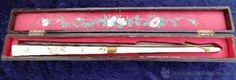 precioso abanico antiguo, con caja, varillas laterales marfil o hueso, pintado a mano - Foto 1