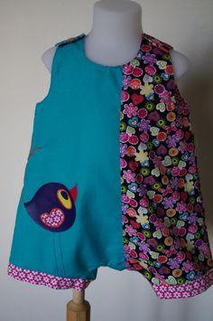 """""""Le P'tit Zozio va sortir"""" est une barboteuse fille pour bébé en coton tons turquoise, rose et fleuri. Taille 12 mois Applications vinyle violet mat lavable à la machine à 30°C. Application a l'avant avec incrustation de cotonnade. Fermeture à l'entrejambe et aux épaules par pressions plastique Kam. (Très bonne tenue) En vente sur : http://doody.alittlemarket.com"""