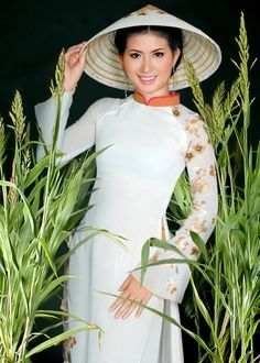 Vietnamese lady in traditional Ao Dai (long dress) and Non La (Cone Hat) of Vietnam