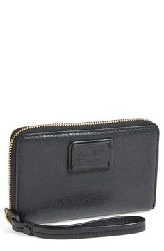 Great looking smartphone wallet from Marc Jacobs. Nice reviews too.