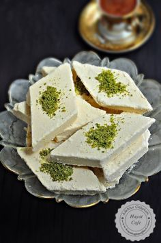 Conas a dhéanamh Pálás Halva Recipe - Essential International Milis Recipes In Irish Delicious Cake Recipes, Yummy Cakes, Gourmet Recipes, Dessert Recipes, Cooking Recipes, Easy Recipes, Halva Recipe, Turkish Recipes, Food Print