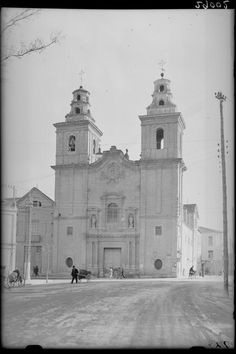 EL Carmen church is impresive. Would it be possible to upload more pictures of others churches in the city that were taken around 1930 by photographer Antonio Passaporte Murcia: Business Center Metropolis Empire - Page 352 Business Centre, Sacred Art, More Pictures, Notre Dame, Taj Mahal, Empire, Spain, Tower, Architecture
