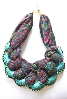 Russian site about stylish clothing alterations and interior. Fabric Necklace, Diy Necklace, Collar Necklace, Crochet Necklace, Scarf Jewelry, Textile Jewelry, Fabric Jewelry, Jewelry Crafts, Jewelry Art
