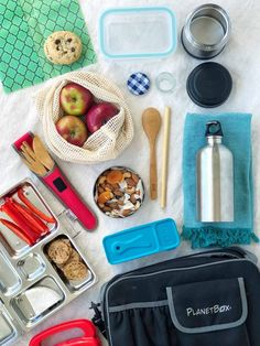 Tried 'n True Gear for the Zero Waste Lunchbox - Simple Bites Packing School Lunches, School Lunch Box, Banana Guard, Planet Box, Vintage Lunch Boxes, Stainless Water Bottle, Snack Containers, Road Trip Snacks, Cereal Bars