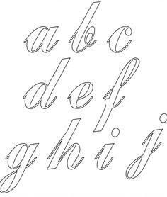 Imprima aqui todo o alfabeto cursivo. Veja como fazer os seus moldes de alfabeto cursivo, imprimir e melhorar as aulas de caligrafia com seus alunos. Hand Lettering Alphabet, Alphabet Art, Calligraphy Alphabet, Chocolate Template, Cursive Tattoos, How To Write Calligraphy, Lettering Tutorial, Art Template, Adult Coloring