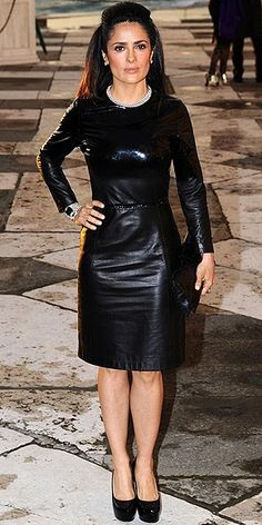 Salma Hayek in a long-sleeve leather Bottega Veneta dress, which she pairs with matching Saint Laurent pumps and a snakeskin clutch at the Fondazione Cini, Isola Di San Giorgio Dinner Party in Venice, Italy. Salma Hayek Body, Vinyl Dress, Leather Dresses, Leather Outfits, Hot High Heels, Brunette Beauty, Night Looks, Leather Fashion, Rock