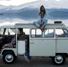 Love to travel?  On a budget?  Here are some easy ways to make it happen without breaking the bank!