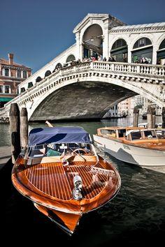 Ponte di Rialto, Venice, province of Venezia , Veneto region Italy ..