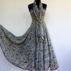 Robe bustier en coton écru , motifs ethnique bleus , top smocké , jupe 45 pans : Robe par akkacreation