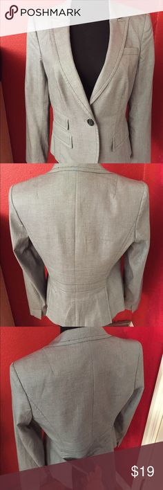 """Banana Republic Stretch Petite Blazer Perfect condition only worn a few times and I keep it in my closet. I no longer use business wear because I work from home.  PRODUCT DETAILS * Single Button closure. * 2 front functional pockets * Dry clean. * Peaked lapels * Single slit pocket at bust  Measurements: * Shoulder to shoulder: 16 1/2"""" * Body length: 23"""" long * Sleeve length: 24 1/2"""" * Pit to pit: 17"""" Banana Republic Jackets & Coats Blazers"""